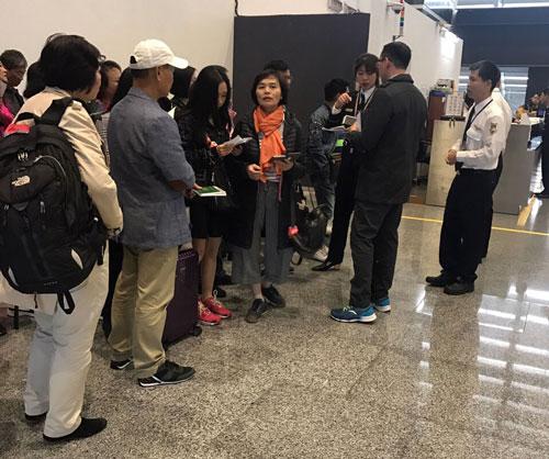 Đoàn khách Việt nhập cảnh Đài Loan hôm 26/12 bằng visa Quan Hồng. Ảnh: Nguyễn Thị Yến.