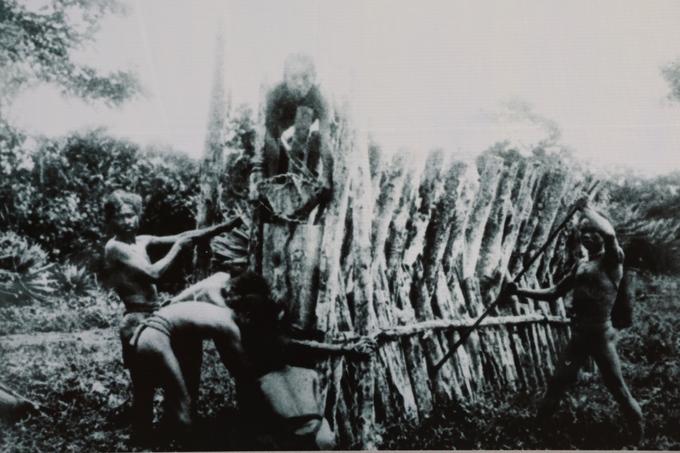 Sài Gòn 320 năm qua ảnh trên phố đi bộ Nguyễn Huệ