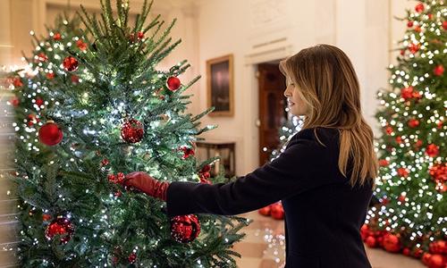 Đệ nhất phu nhân Melania trang trí Giáng sinh ở Nhà Trắng. Ảnh: White House