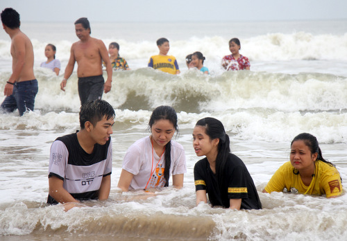 Biển Bãi Sau TP Vũng Tàu sóng lớn trong dịp Tết Dương lịch 2019. Ảnh: Nguyễn Khoa.