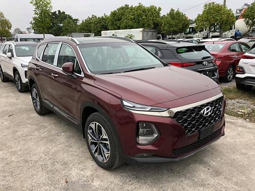 Hyundai Santa Fe 2019 tại đại lý.