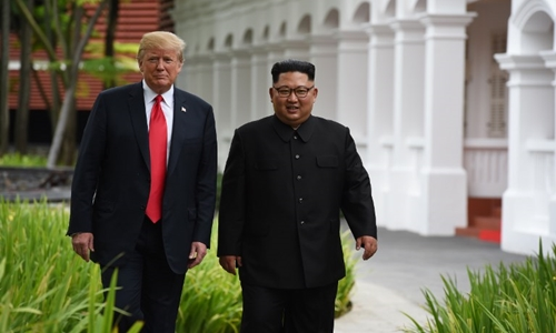 Trump (trái) và Kim Jong-un tại Singapore tháng 6 năm ngoái. Ảnh: AFP.