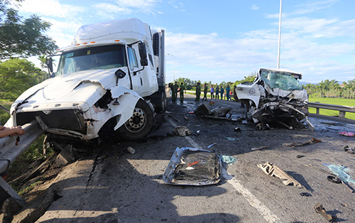 Hiện trường vụ tai nạn giao thông khiến 13 người tử vong trên quốc lộ 1A qua địa phận tỉnh Quảng Nam hồi tháng 7/2018. Ảnh: Đắc Thành