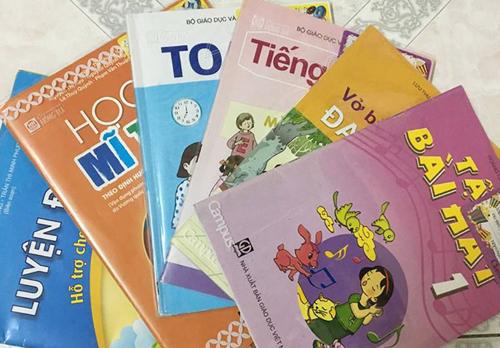 Sách giáo khoa lớp 1 theo chương trình giáo dục phổ thông năm 2006.