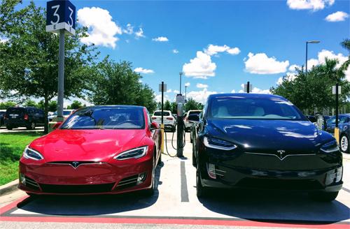 Lần đầu tiên, trong một quý, Tesla bán được nhiều xe hơn những đối thủ kỳ cựu như BMW và Lexus tại Mỹ.