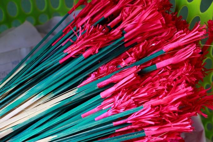 Người làng Thanh Tiên làm hoa giấy phục vụ Tết