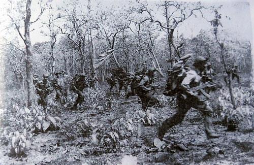 Chiến sĩ Quân khu 5 trên chiến trường Campuchia. Ảnh tư liệu.