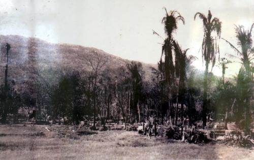 Xóm làng Ba Chúc bị bọn Pol Pot đốt phá.