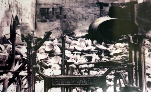 Nhà cửa người dân Ba Chúc cũng bị đập bỏ, đốt phá tan tành.