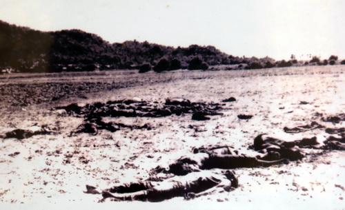 Hàng nghìn người được Pol Pot đem ra cánh đồng tại xã Ba Chúc để giết hại năm 1978.