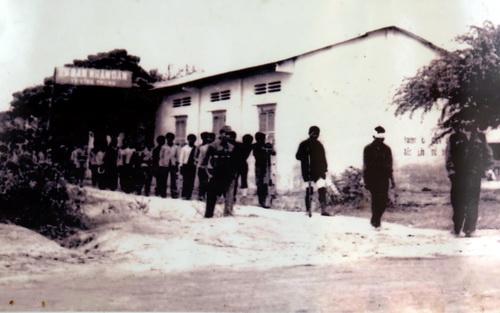 Bộ đội Việt Nam bắt giữ bọn Pol Pot tại An Giang năm 1978.