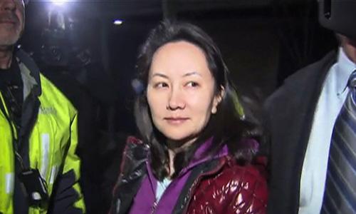 Giám đốc tài chính Huawei Mạnh Vãn Chu xuất hiện sau phiên tòa xét tại ngoại hồi tháng 12/2018 ở Vancouver, Canada. Ảnh: AFP.