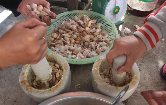 Người Quảng Nam làm mực rim bán dịp Tết