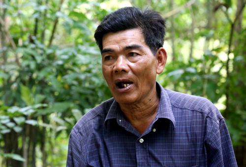 Ông Út Oanh kể lại hành trình 8 ngày đêm trốn chạy khỏi Pol Pot. Ảnh: Phước Tuấn