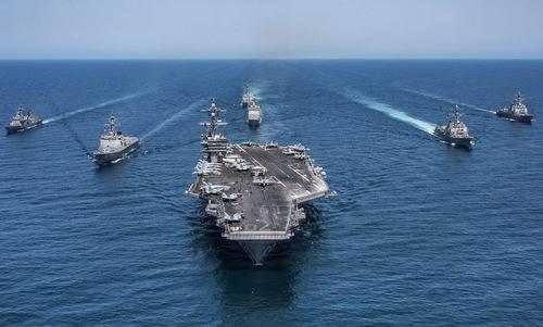 Tàu sân bay Mỹ và các chiến hạm hộ tống. Ảnh: US Navy.