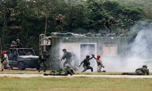Binh sĩ Đài Loan trong mộtcuộc diễn tập đáp trả sự tấn công của Trung Quốc hồi tháng 10/2018. Ảnh: AP.