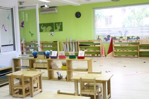 Hệ thống phòng học với đầy đủ giáo cụ chuẩn Montessori.