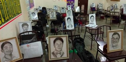 Tranh vẽ từng học sinh được cô giáo đặt ở chỗ ngồi trong lớp. Ảnh: Roselyn Barcoma