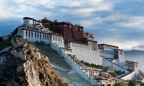 Cung điện Potala ở khu tự trị Tây Tạng, Trung Quốc. Ảnh: Telegraph.