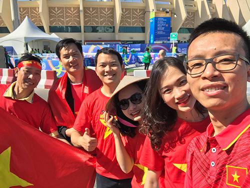 Nhóm cổ động viên người Việt ở UAE sẵn sàng cổ vũ cho tuyển Việt Nam.