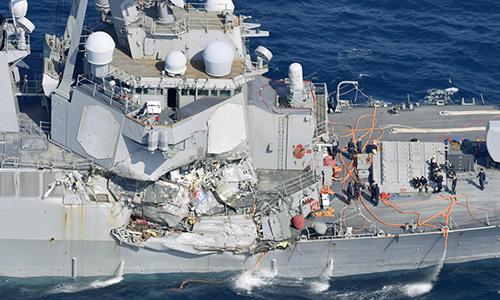 Chủ tàu hàng đâm chiến hạm Mỹ bồi thường gần 27 triệu USD - ảnh 1