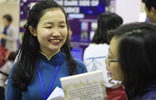 Cô Hoàng Thị Minh Hoa tại Diễn đàn giáo dục Việt Nam hôm 12/1. Ảnh: Dương Tâm