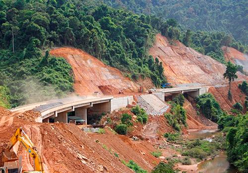 Cao tốc Cam Lộ - La Sơn sẽ kết nối cao tốc La Sơn - Túy Loan đang xây dựng. Ảnh: Võ Thạnh.