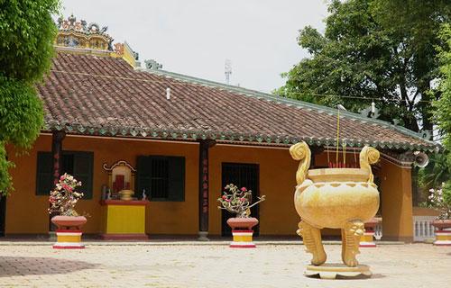Một trong những ngôi chùa cổ nhất còn tồn tại ở Sài Gòn. Ảnh: Phong Vinh.
