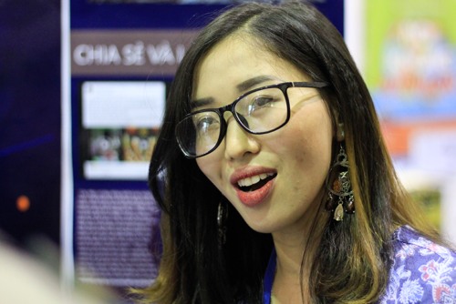 Cô Lê Thị Quỳnh Lê chia sẻ về dự án ứng dụng công nghệ thông tin trong giảng dạy tiếng Anh. Ảnh:Dương Tâm