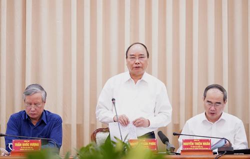 Thủ tướng Nguyễn Xuân Phúc phát biểu tại buổi làm việc với TP HCM. Ảnh: Trung Sơn