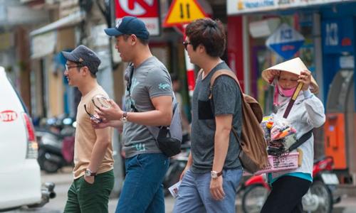 Khách Hàn Quốc ở Việt Nam. Ảnh: Shutter Stock.