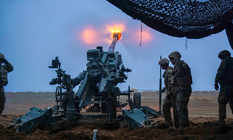 Binh sĩ Mỹ khai hỏa pháo M777 trong chiến dịch Inherent Resolve tại Saham, Iraq tháng 9/2018. Ảnh: US Army.