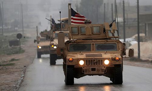 Đoàn xe bọc thép Mỹ tuần tra tại thành phố Manbij, Syria ngày 30/12/2018. Ảnh: AFP.