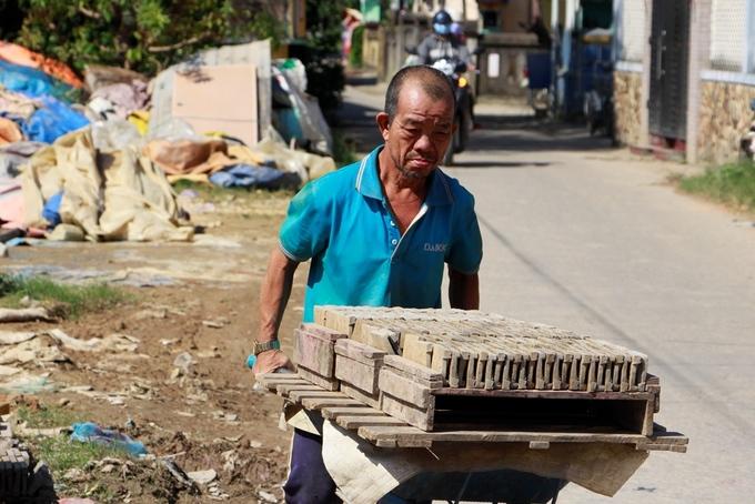 Làng nặn tượng ông Táo ở Thừa Thiên Huế