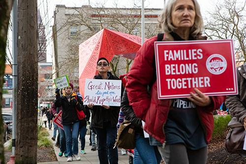 Các nhà hoạt động biểu tình tại Seattle hôm 11/1. Ảnh: The Stranger