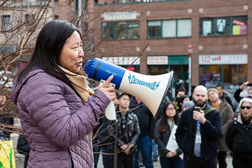 My-Linh Thai, một người gốc Việt cũng là dân biểu bang, nói khi tham gia cuộc biểu tình hôm 11/1.. Ảnh: The stranger