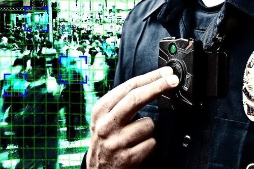 Vì sao cảnh sát Mỹ đeo camera trên người? - ảnh 2