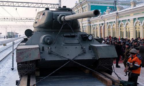 Xe tăng T-34 Lào trên tàu vận tải ở Vladivostok. Ảnh: TASS.