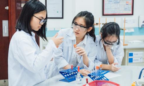 3 học sinh Hà Nội trở thành thủ khoa thế giới trong kỳ thi của Cambridge