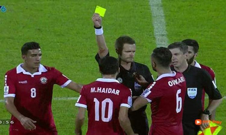 Ảnh chế: Việt Nam vào vòng 1/8 Asian Cup nhờ chiếc thẻ vàng -