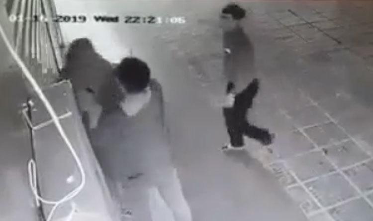 Cô gái bị hai thanh niên trêu ghẹo, tấn công liên tiếp -