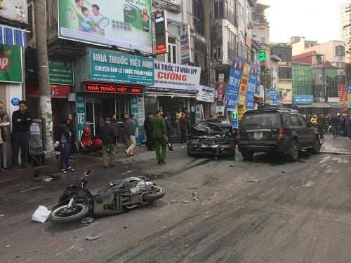 Ôtô đâm liên hoàn trên phố Ngọc Khánh, một người đi bộ tử vong -