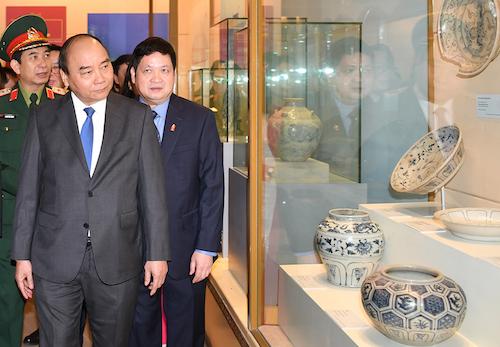 Thủ tướng tham quan Bảo tàng Lịch sử Việt Nam. Ảnh: VGP