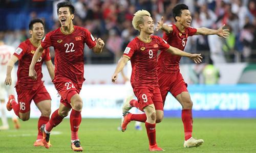Cầu thủ Việt Nam vỡ òa trong sung sướng khi chiến thắng Jordan. Ảnh:Anh Khoa.