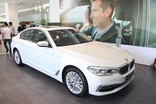 BMW 530i 2019 tại cửa hàng trưng bày của Thaco ở TP HCM.