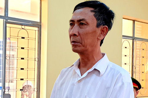 Nguyễn Văn Hùng tại tòa. Ảnh: Hòa Long.