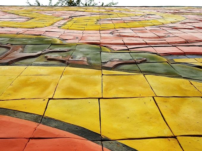 Bức phù điêu gốm màu lớn nhất Việt Nam