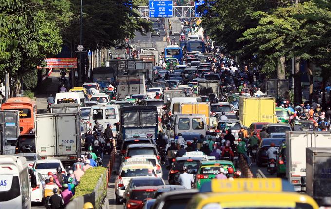 Nhiều tuyến đường Sài Gòn kẹt xe những ngày cuối năm