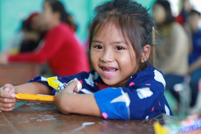 VnExpress trao 120 góc học tập cho trẻ em khó khăn