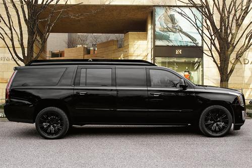 Phiên bản độ sơn màu đen, có kích thước nhỉnh hơn hẳn so với bản tiêu chuẩn và đặc điểm nhận dạng dễ nhất là thêm phần cửa giữa.